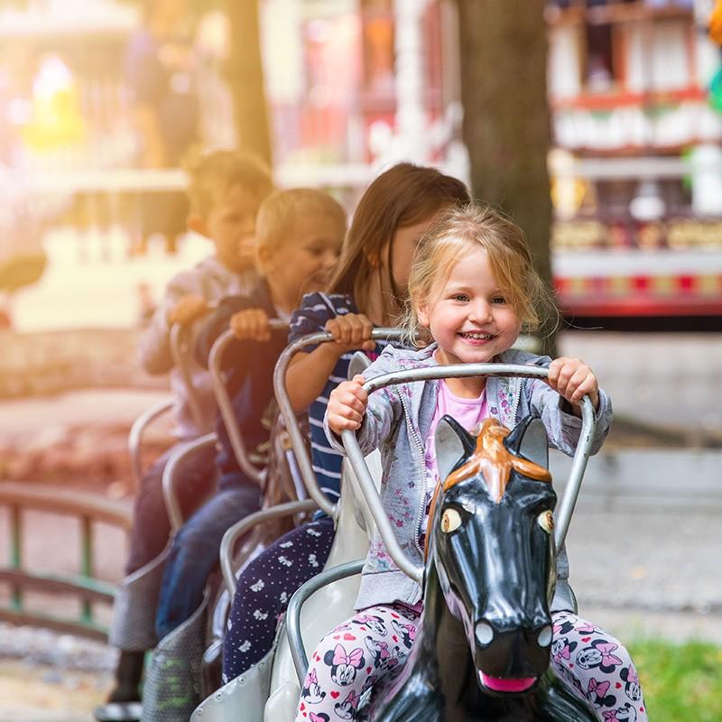 30 Attraktionen im Vergnügungspark